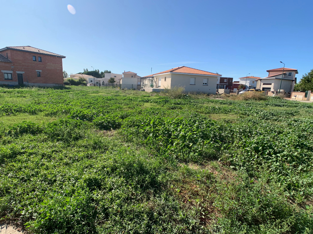 Terrains du constructeur LAFORET IMMOBILIER RIVESALTES • 702 m² • BOMPAS
