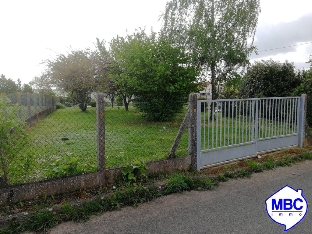 Terrains du constructeur MBC IMMO • 650 m² • SAINT PIERRE MONTLIMART