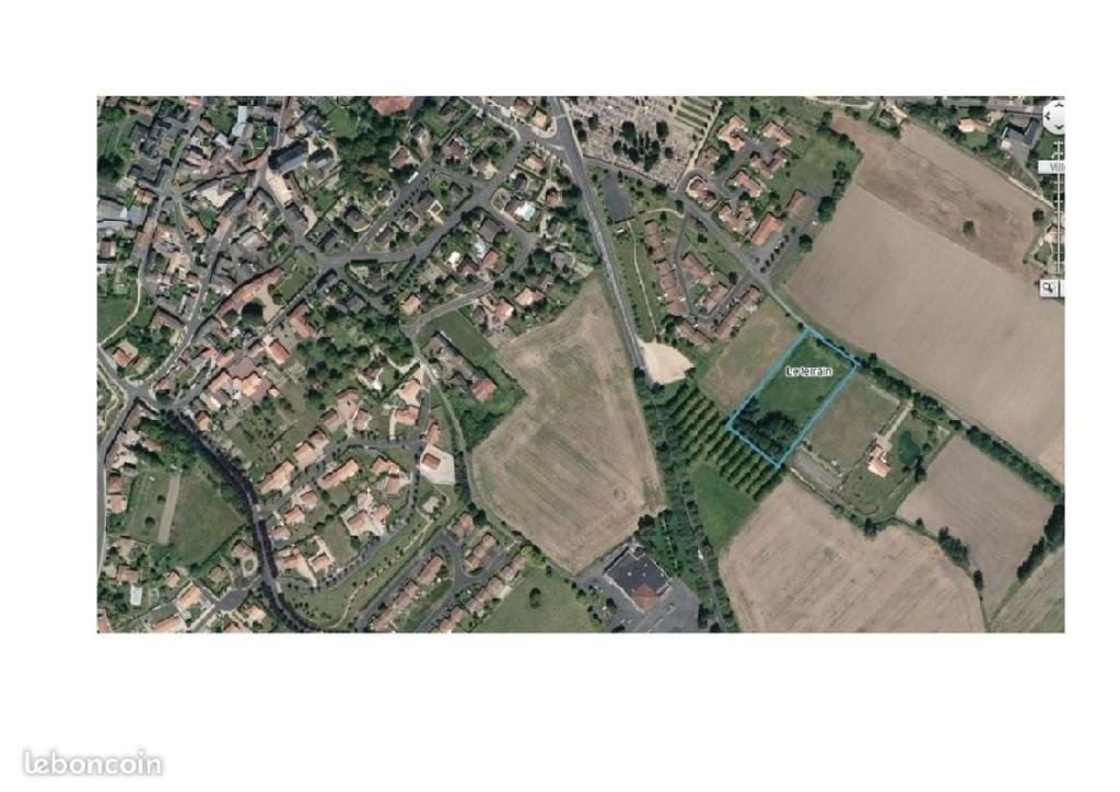Terrains du constructeur AGENCE BLOSSAC ST HILAIRE • 2474 m² • MIREBEAU