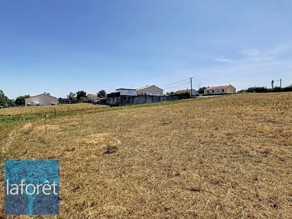 Terrains du constructeur LAFORET NORD DEUX-SEVRES Agence de la Chapelle Saint Laurent • 1145 m² • BRESSUIRE