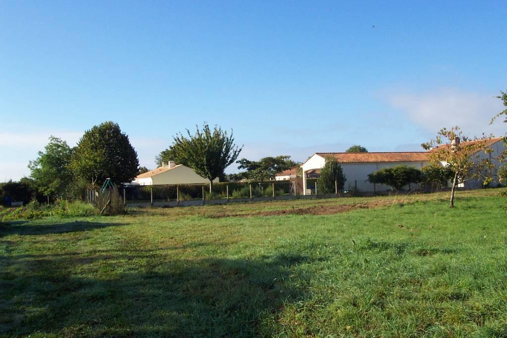 Terrains du constructeur MES YONNEL LEGRAND ET BENJAMIN BARATHON • 1240 m² • JARD SUR MER