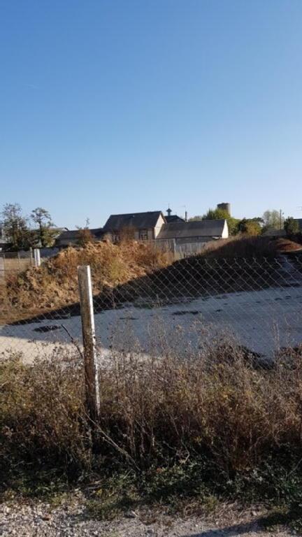 Terrains du constructeur J2T IMMOBILIER • 412 m² • AUNEAU