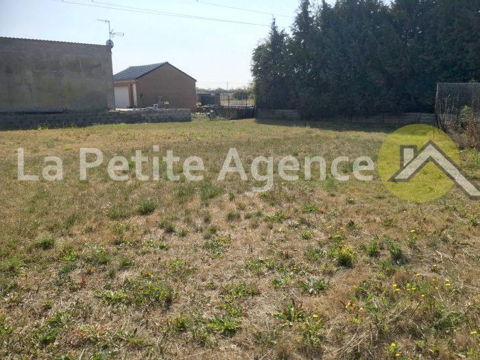Terrains du constructeur LA PETITE AGENCE • 738 m² • BAUVIN