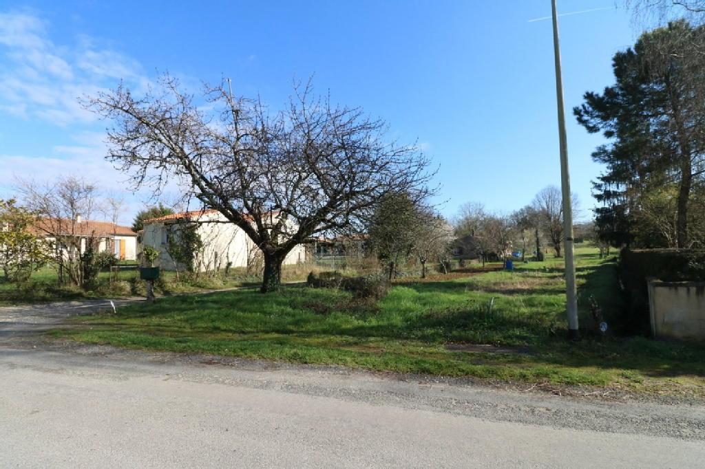 Terrains du constructeur Agence de l abbaye • 600 m² • BUSSAC SUR CHARENTE