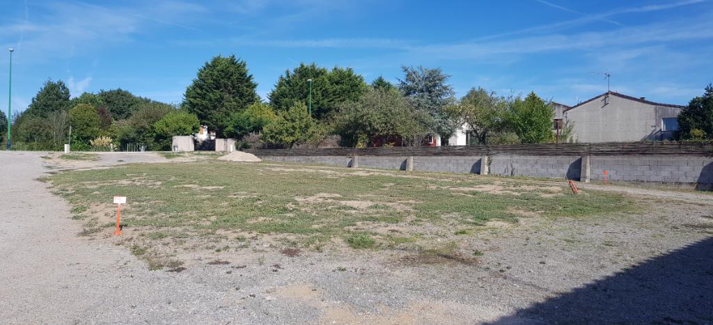 Terrains du constructeur LA MOTHE IMMOBILIER • 597 m² • LANDERONDE