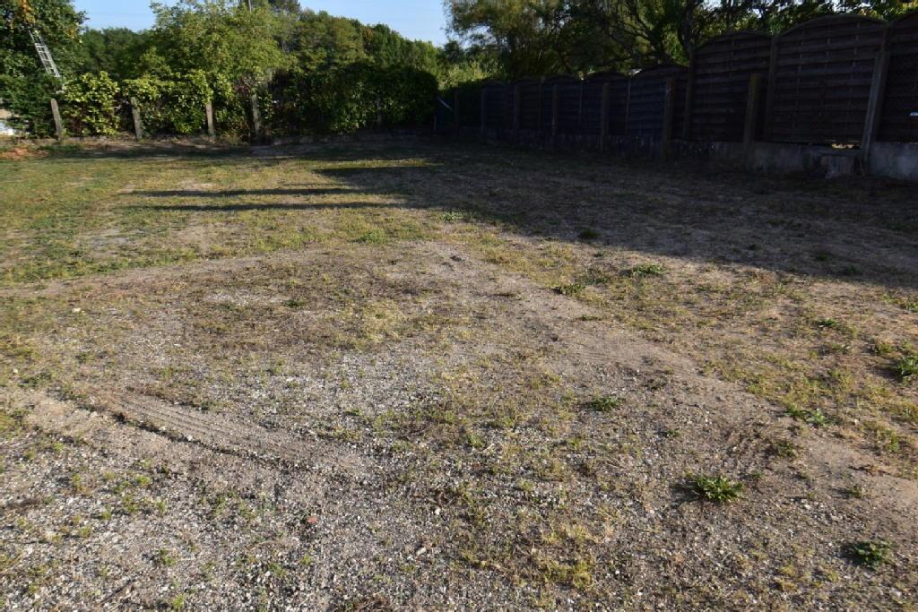 Terrains du constructeur AGENCE IMMOBILIÈRE CACIENNE • 550 m² • CHECY
