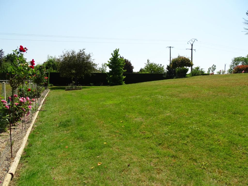 Terrains du constructeur LES CLES DE L'IMMOBILIER ET PRESTIGE • 980 m² • CHERISY