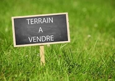 Terrain à vendre .(1370 m²)(POUILLY LES FEURS) avec (MAISON COBATI)