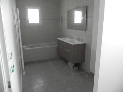 Maison à vendre .(110 m²)(ROMANS SUR ISERE) avec (IMMOVIA)