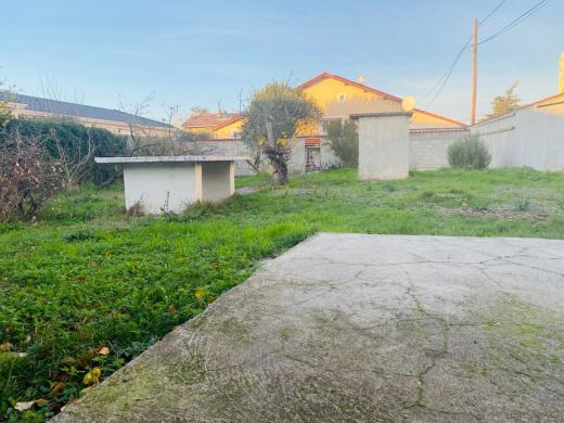 Terrain à vendre .(410 m²)(ROMANS SUR ISERE) avec (IMMOVIA)