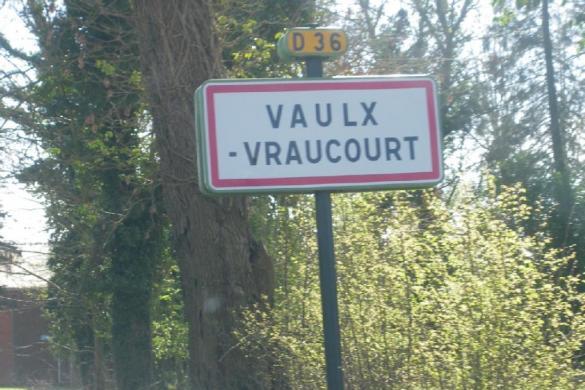 Terrain à vendre .(VAULX VRAUCOURT) avec (C J B IMMOBILIER)