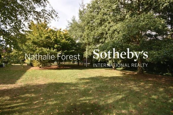 Terrain à vendre .(CROIX) avec (NATHALIE FOREST SOTHEBY S INTERNATIONAL REALTY)