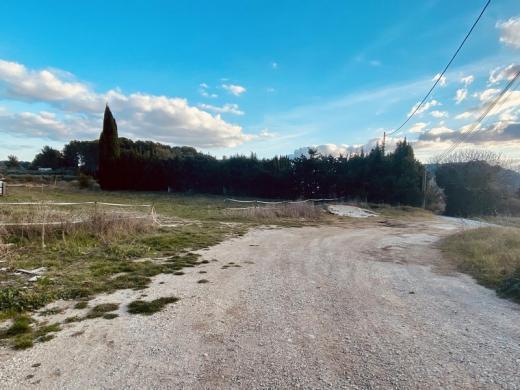 Terrain à vendre .(700 m²)(VENTABREN) avec (VILLAS PRISME)