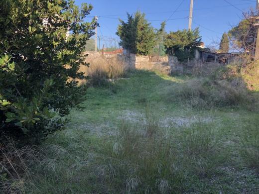Terrain à vendre .(660 m²)(CARRO) avec (VILLAS PRISME)