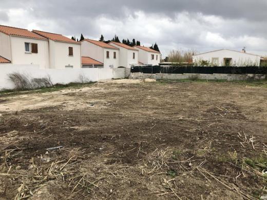 Terrain à vendre .(324 m²)(CHATEAUNEUF LES MARTIGUES) avec (VILLAS PRISME)